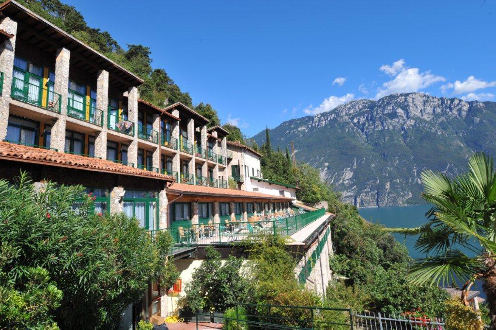 Hotel La Limoniar In Limone Italien